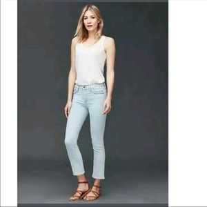 Gap crop kick light wash jeans NWOT